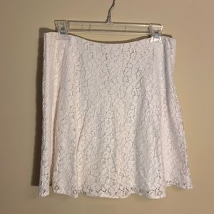 White lace flounce skirt.